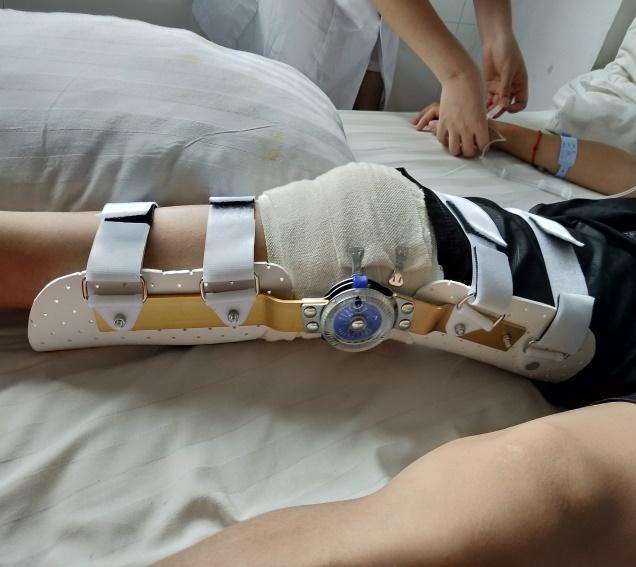 护膝(加可调节支条)
